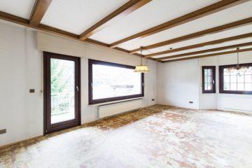 Wohnen in ruhiger Lage – Hier streicht der Malermeister alle Wände und Sie verlegen den Bodenbelag!, 75378 Bad Liebenzell, Etagenwohnung